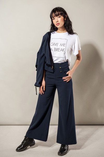 "Statement T-Shirt ""Give me a break"" weiß bestickt Baumwolle"